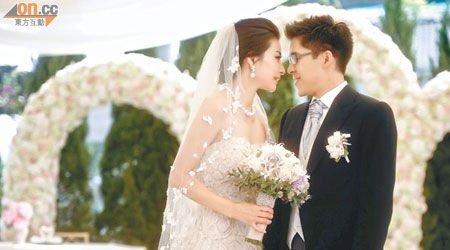 郭晶晶和霍启8日注册 婚礼现场甜蜜亲吻30秒