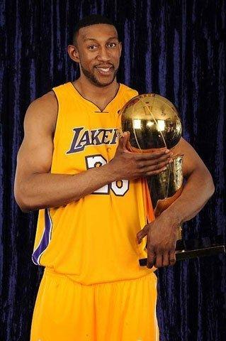 前NBA总冠军内线正式加盟青岛 辅佐麦蒂战CBA